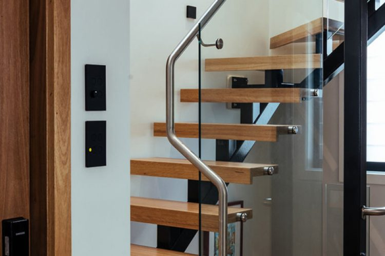glass-floating-stairscase